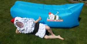 Náš maskot Maguro u relaxačního vaku Maguro
